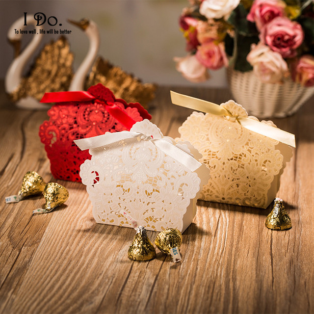 Free Shipping 100pcs Red White Laser Cut Wedding Favor Bo Candy Box Casamento