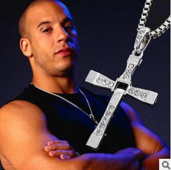 2015ใหม่Fast and Furious Dominic Torettoครอสจี้คอสำหรับผู้ชายเงินยอดนิยมชุบภาพยนตร์คริสตัลเครื่องประดับโซ่เชือก