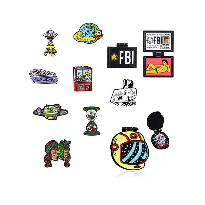 UFO Blue Earth Logam Enamel Bros Ungu Peti Mati Planet Mesin Permainan Kekerasan Gadis Lencana Pin Kreatif Trendi Perhiasan Hadiah