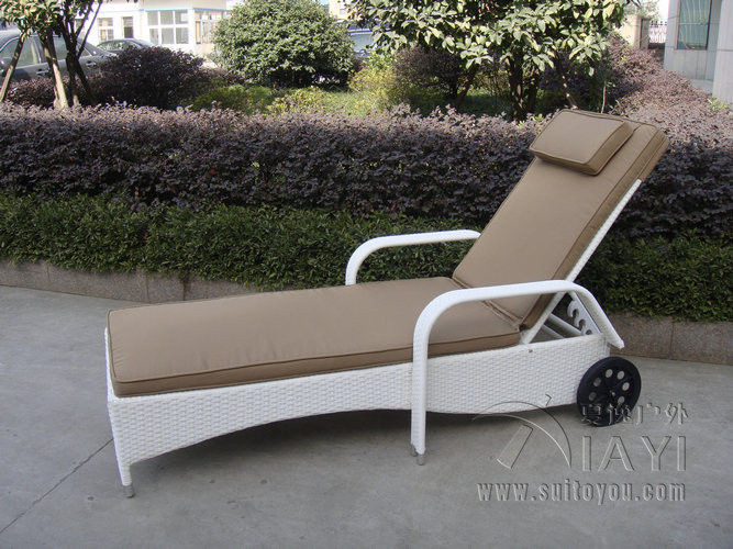 Swimming Pool / Beach Rattan Sun Lounger With Aluminium Frame transport by sea modern swimming pool waterproof rattan sun lounger transport by sea