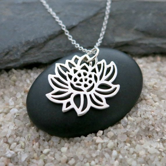 High Quality Blooming Lotus Necklace Hollow Geometry Pendant Necklaces Best Christmas Gift For Friend YP4033