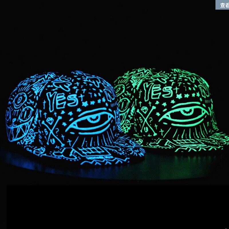 Prix pour 2017 NOUVEAU fluorescent lumière mâle Mme chapeau hip-hop de chapeau Noir BTS EXO hip-hop chapeau plat bord casquette de baseball GARÇON Casquettes de Baseball