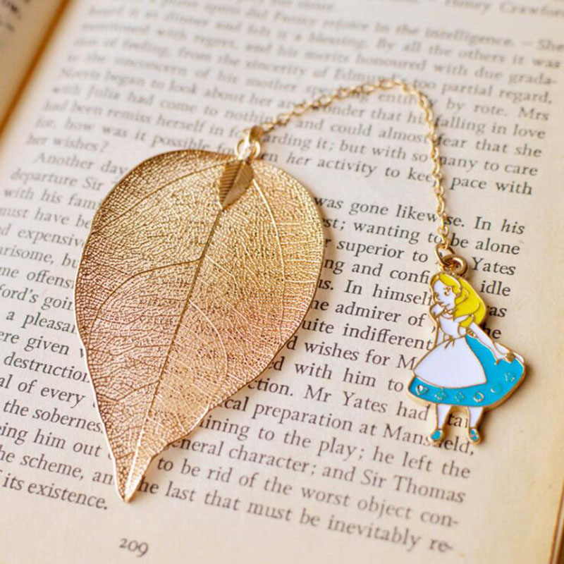 1pcs/Set Beautiful Alice Rabbit Clock Leaf Bookmark Advanced Gold Plate Texture Reading Page Bookmark Student Stationery Gift