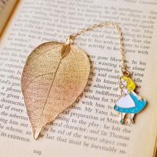 1pcs/Set Beautiful Alice Rabbit Clock Leaf Bookmark Advanced Gold Plate Texture Reading Page Bookmark Student Stationery Gift(China)
