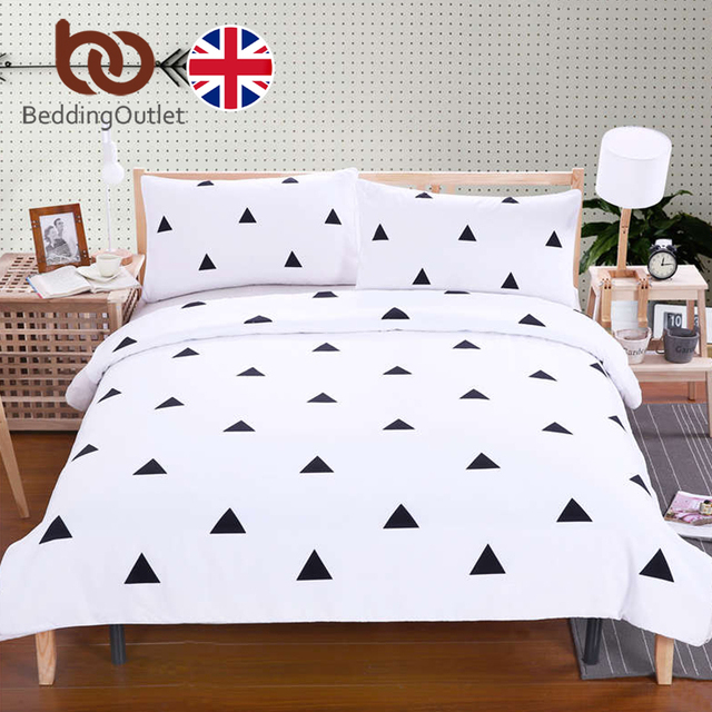 BeddingOutlet Black Triangle Bedding Set Simple Style Bed Cover ...