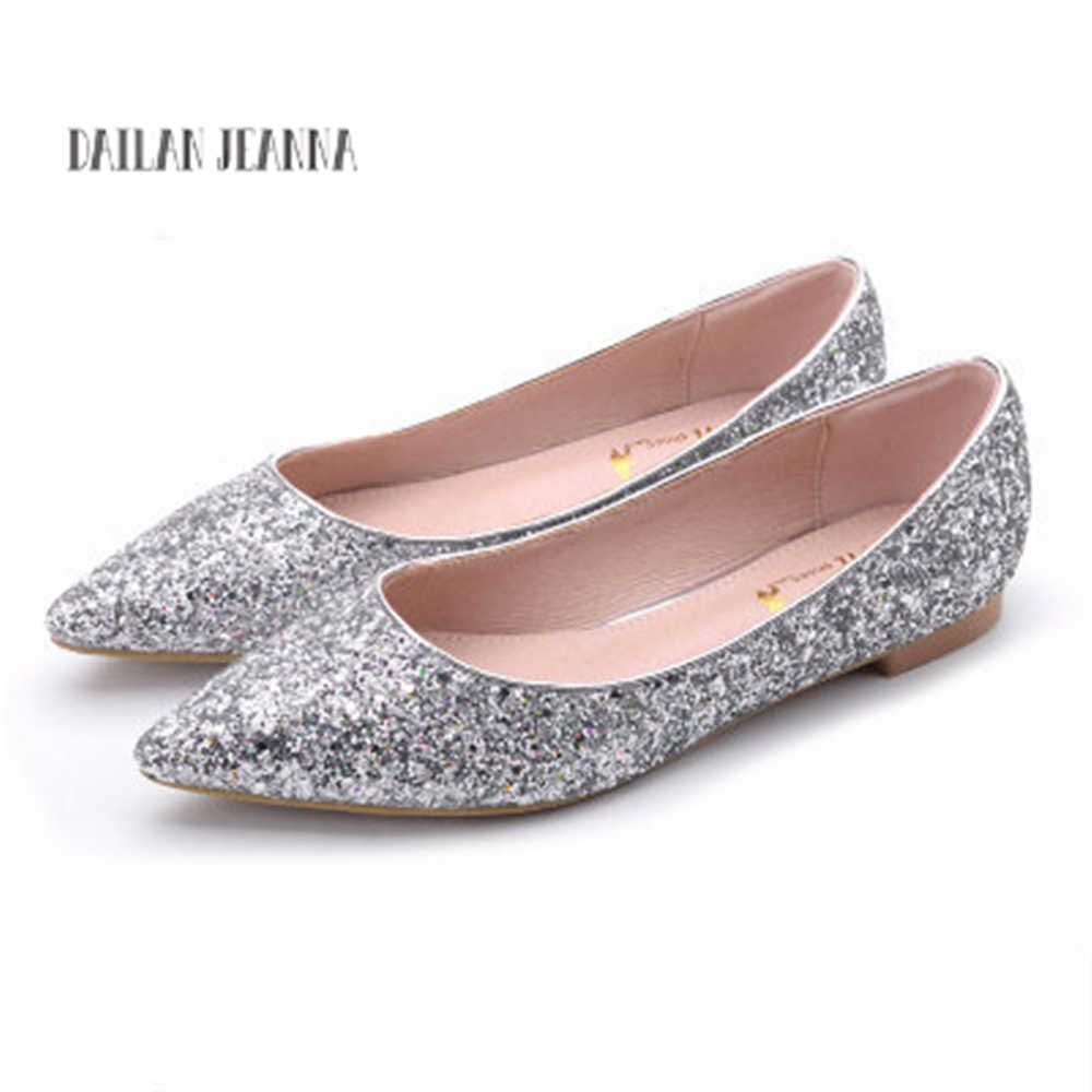 2018 new pointed sequined wedding shoes women s flat-bottomed wedding red  bridal gown wedding party 579965b1699b