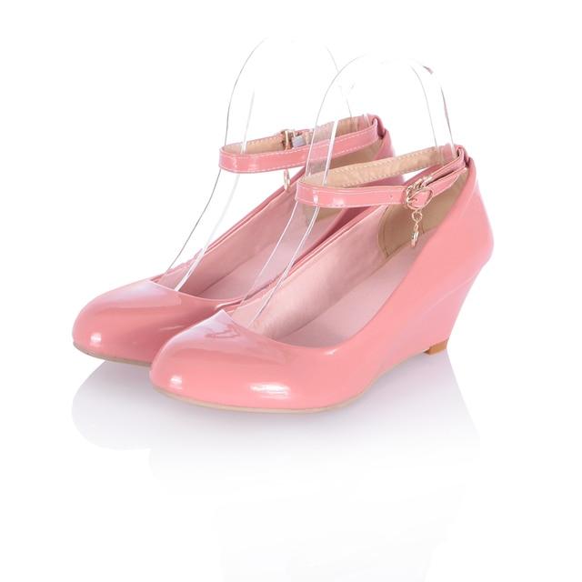 a95b8471b501 € 23.41 |Venta caliente del Precio Bajo 2016 Nuevas Niñas de Charol Punta  Redonda zapato con Cierre de Bombas de Cuña de la Mujer Mediados de ...