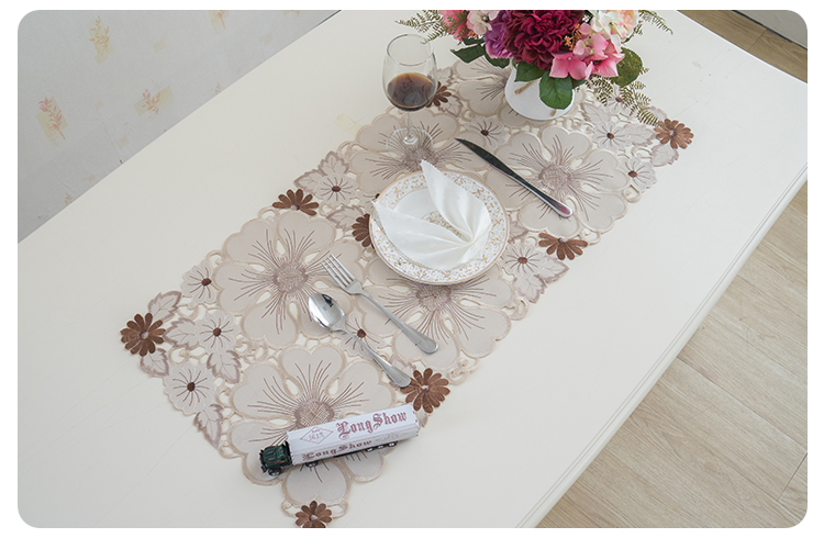 cutwork table runner (4)