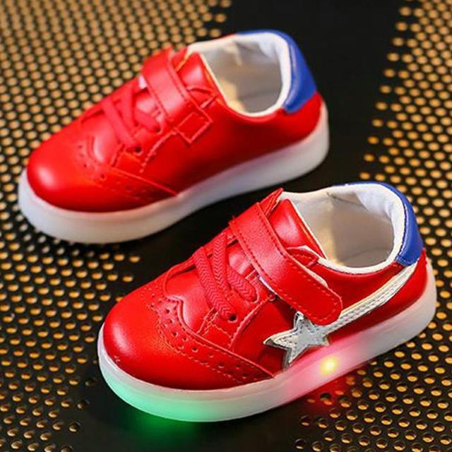 Haochengjiade светящиеся кроссовки 2018 Мода пятиконечная звезда поверхности кожи Водонепроницаемый удобные мягкие-низ Обувь для мальчиков Обувь для девочек LED