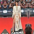 Kendall Jenner Red Carpet Celebrity Dresses Sexy O Cuello de Manga Larga de La Sirena de Alta Divide Colorido Crystal Vestidos de Noche Formales