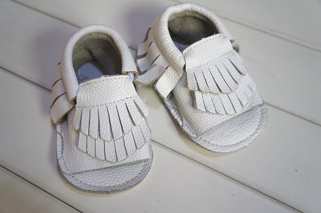 Sapatos de couro Branco Borla Sandálias Do Bebê Bebê Criança Sapatos de bebê mocassins leder sandálias da menina da criança do bebê da menina sapatos cuir verni