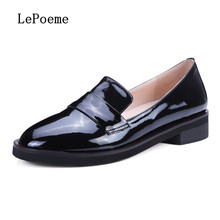 ผู้หญิงแฟลตหนังแท้รองเท้าสีดำสีชมพูแฟชั่นรองเท้าไม่มีส้นรองเท้ารอบนิ้วเท้าจีนรองเท้าBrogues O Xfordsเวลาว่างหัวเข็มขัด