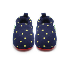 купить Delebao New Design Simple Style Newborn Baby Boy And Girl Casual Shoes With Multipe Stars Soft Sole Baby Shoes wholesale по цене 276.16 рублей