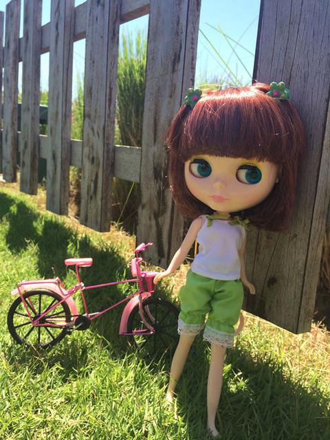 ネオブライスドールピンクレッドカラフルバイク