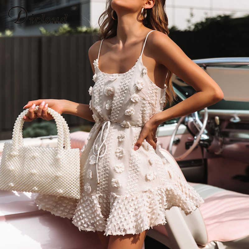 DICLOUD סקסי ספגטי רצועת ראפלס נשים קיץ שמלת Boho בז 'ללא משענת מרופד מסיבת החוף הקיצי Elegent Streetwear