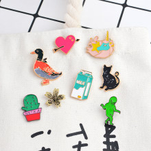 Chaud! Dessin animé Alien Cactus plantes en pot fleur cheval lait canard chat coeur broches broche bouton émail broche métal Animal Badge cadeau(China)
