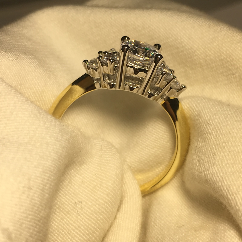 Image 5 - AINOUSHI кольцо из стерлингового серебра 925 пробы желтого золота с тремя камнями и круглой огранкой, обручальное кольцо для женщин, обручальное кольцо для влюбленных, ювелирные украшения-in Обручальные кольца from Украшения и аксессуары