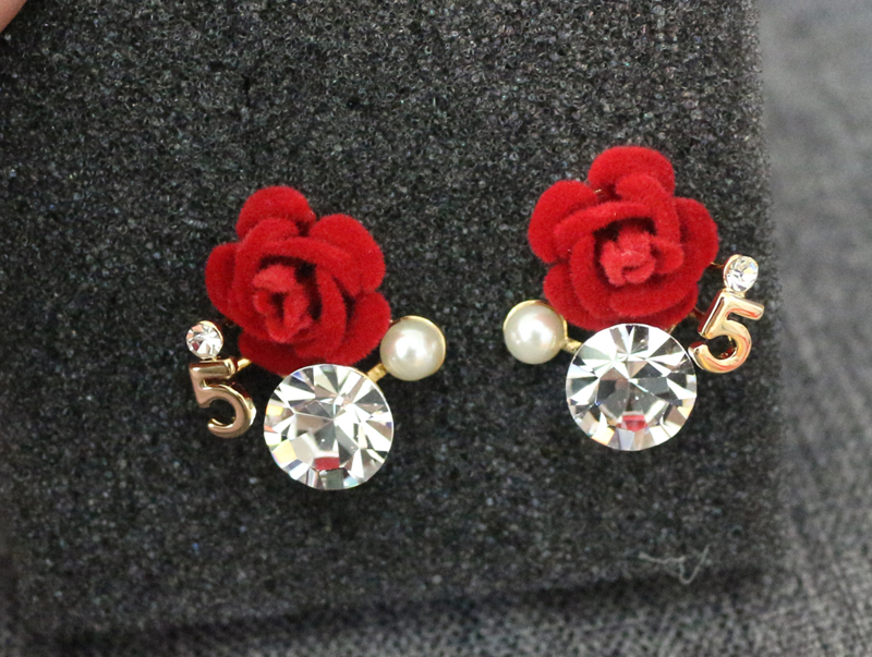 Big Crystal Camellia Flower No.5 Stud Earrings for Women Pearl Earrings  Luxury Camellia Earring orecchini-in Stud Earrings from Jewelry    Accessories on ... 93a1ef56f7a7