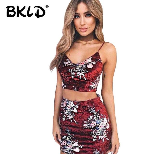 78ccd78223 BKLD 2018 verano nuevo Sexy mujeres dos piezas conjunto moda Correa Deep V  espalda descubierta Floral