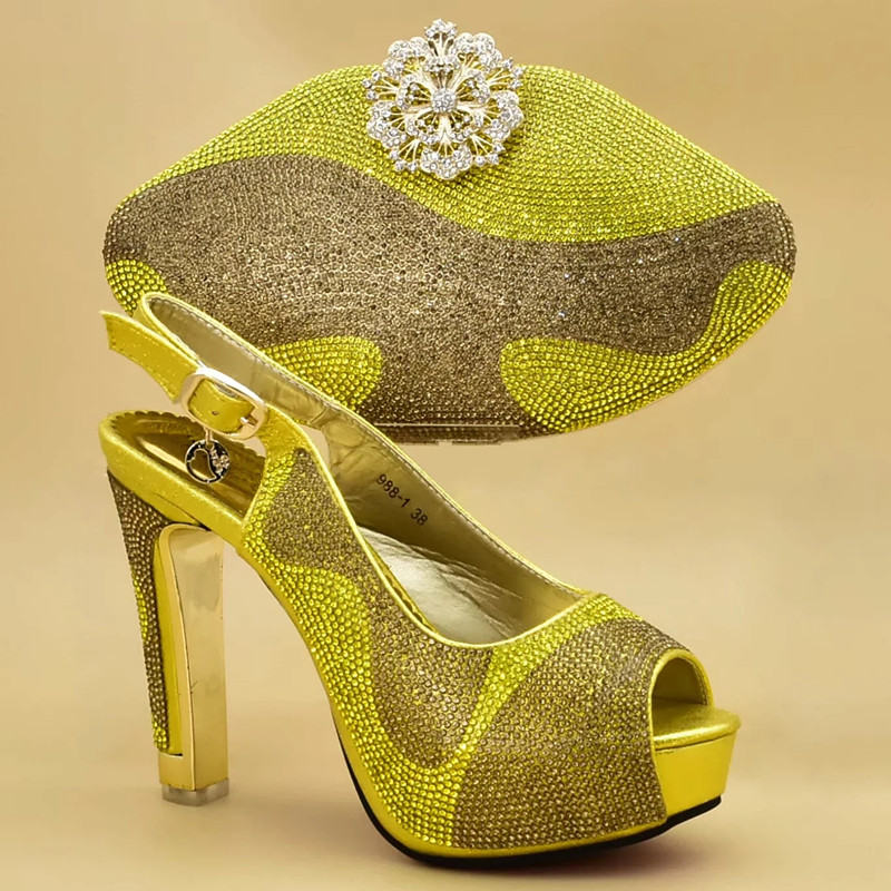 Altos amarillo De Juego A Azul oro Lujo Nigeriano Los Diamantes Tacones Bombas fuchsia Y Bolsos Mujeres Con Zapatos Imitación Boda Diseñadores Nuevo rojo Decorado Las OCSqwpz
