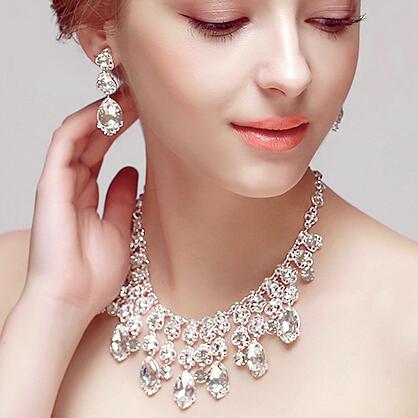 Real Nuevos Sistemas de La Joyería Para Mujer de La Boda Hermosa En Forma de V de Cristal Pendientes Del Collar Del Encanto Joyería Nupcialrevestimiento Tl042