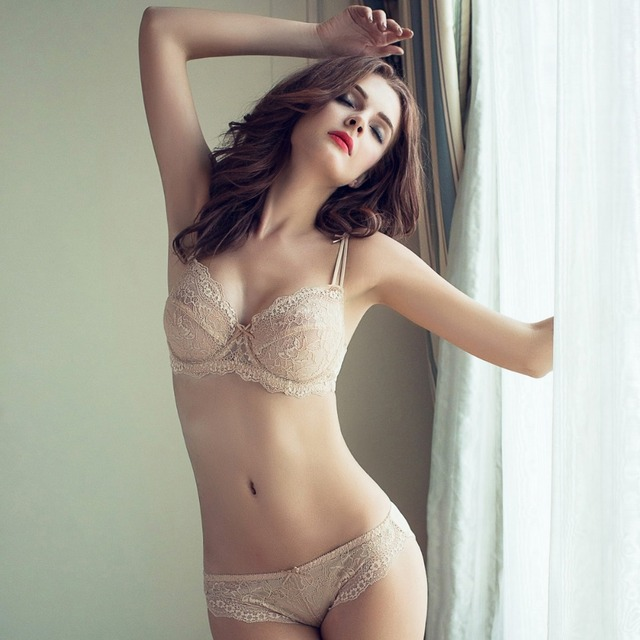 Adjustable thin cup lingerie set