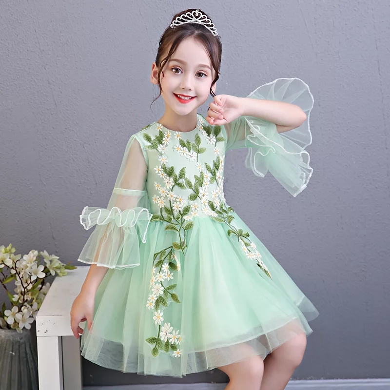 2018 New Kids Children Birthday Evening Party Flare Sleeves Princess Dress Girls Teens Communication Embroidery Flowers Dress vintage mini flare dress