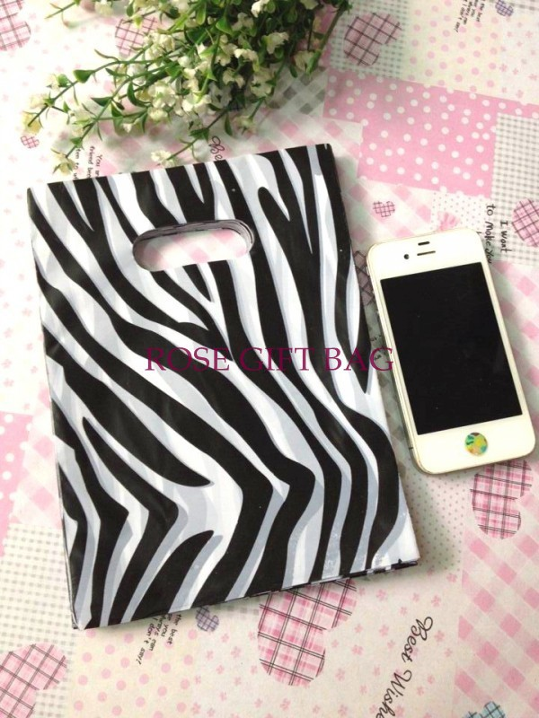 15x20cm Zebra Stripe Print Plastic Gift Bags For Boutique 100pcs/lot Wedding Gifts Packaging Plastic Shopping Bags With Handle