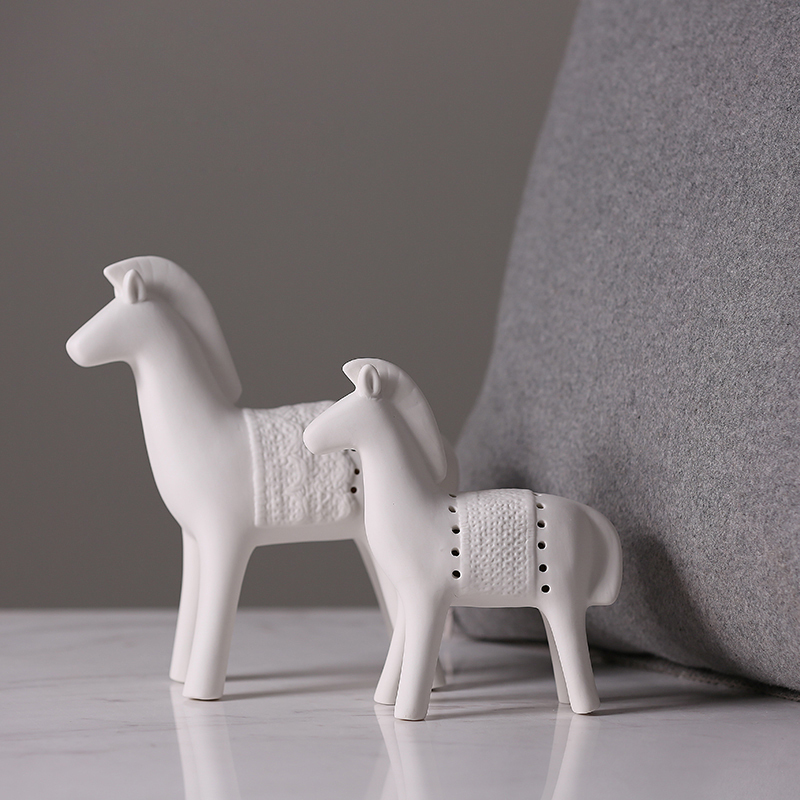 Europe Simple White Ceramic Horse Figurines Model Animal Handmade Gifts Crafts Ponies Home Decoration