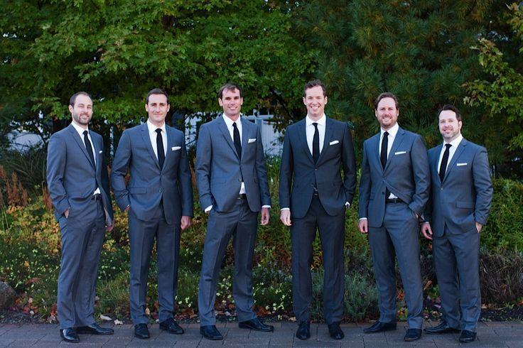 2017 Handsome Men Suits Dark Navy Groomsmen Tuxedos Slim Fit Prom Blue Wedding Party