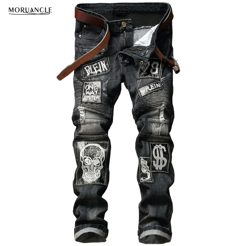 Hi-Street Mens Distressed Biker Jeans Skull Patchwork Fashion Pleated Ripped Denim Joggers Black Slim Fit Trousers With Patches fashion brand designer mens torn jeans pants hi street ripped denim joggers gray distressed jean trousers man streetwear lq076