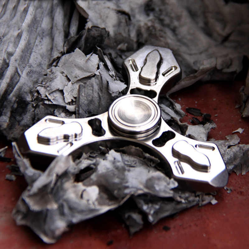 A33 Multi function fingertip gyro titanium alloy tc4 self defense necklace broken window device survival EDC
