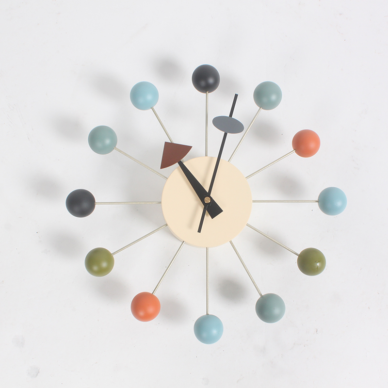 Nouvelle mode horloge Populaire designer belle moderne de luxe décoration pour maison bricolage balles en bois horloges murales De Sucrerie horloge simple horloge