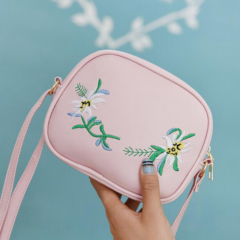 2018 Summer Embroidery Pu Leather Women Messenger Bags Small Women Bag Female Shoulder Crossbody Bag Floral Flap S1007 1