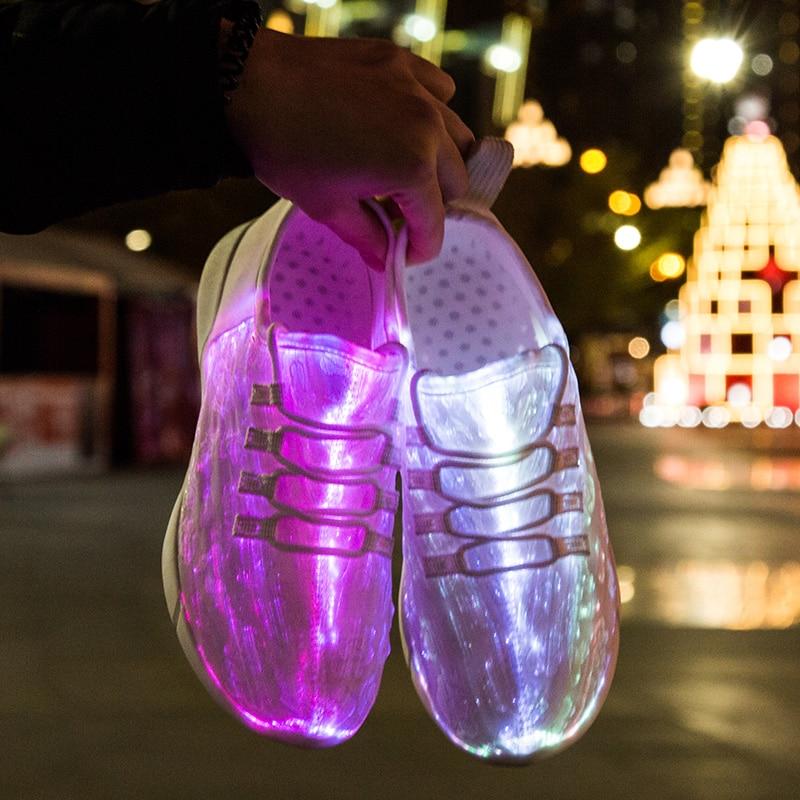 Chaussures LED vulcanisé chargeant pour les hommes des espadrilles rougeoyantes de scintillement extérieur chaussures de loisir blanches hommes LED lumineux USB Recharge néon