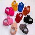 2016 moda de nueva mate hechos a mano del bebé de la mariposa del nudo bebés mocasín Suede cuero zapatos del niño recién nacido Prewalkers botas