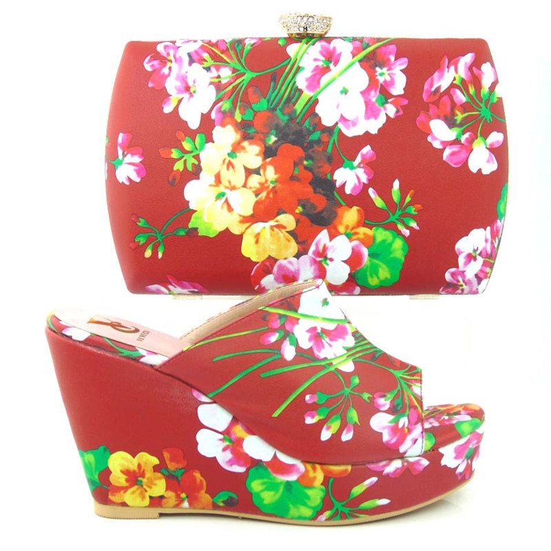 ФОТО Latest Italian design matching shoes and bags set with rhinestones Printing of coloured drawing or pattern wedges shoes