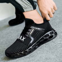 2019 New Non-slip Blade Sole Man Sport Shoes Brand Cushioning Shoes Breathable High Quality Men Footwear Designer Sneakers G15