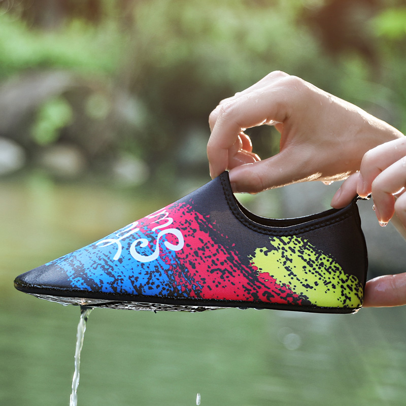 1Pair Men Summer Colorful Water Shoes Anti Slip Swim Shoes Workout Unisex Aqua Beach Shoes Plus Size Sneaker For Men Diving Yoga