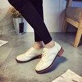 Горячие Продажа Зима Женщины Сапоги Кожаные Квартиры Женская Обувь Британский Ретро Обувь Теплые Резные Обувь Обувь Подарок Высокое Качество