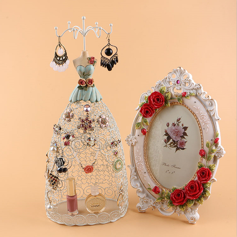 Latest Europe Princess Model Gown Metal Jewelry Stand Display Necklace Showing Rack Earring Hanging Holder Bracelet Shelf ZAKKA