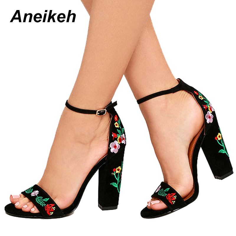 a5272fc76 Aneikeh Novas Flores Bordados Sapatos Mulheres Sexy Sandálias de Dedo  Aberto Gladiador Salto Alto Mulheres Sapatos Preto Tamanho 35 40 em  Sandálias das ...