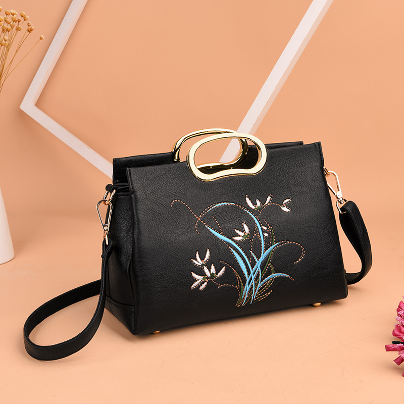 2018 Fashion Messenger Bags High Quality Designer Women Genuine Leather Women Cross Body Embroidery Bag Flowers Shoulder Bag 2016 new fashion cross body bag genuine leather brand handbag soft shoulder bag designer chain high quality bag for women