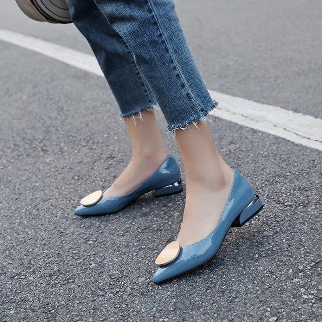 MLJUESE 2019 donne di pompe in pelle di Mucca Morbida autunno primavera decorazione in metallo di colore blu punta a punta tacchi bassi pattini di vestito dal partito