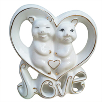 Creative Heart shaped Ceramic Couple Pig Miniature Ornaments Wedding Gifts Europe Pigs Figurines Home Decoration Desktop Crafts