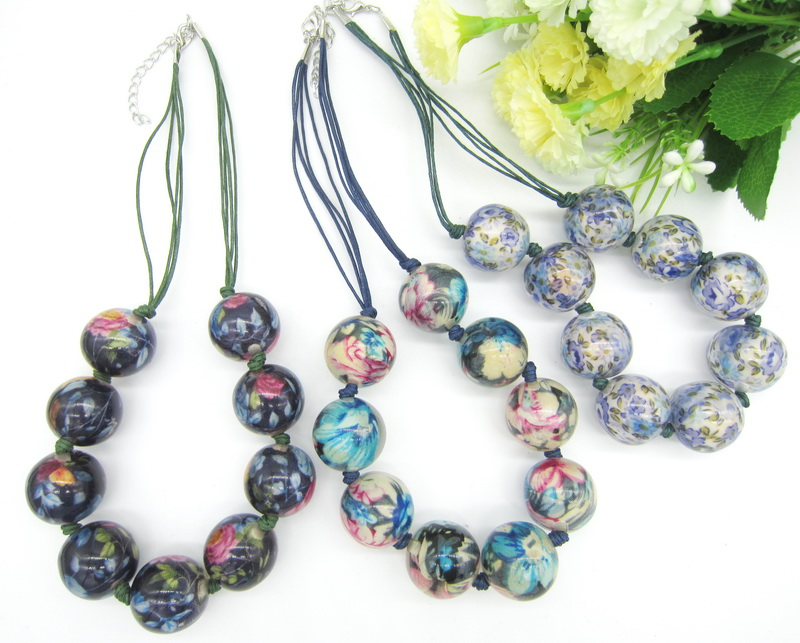 Ladies` Favourite Pretty Flowers Fabric Inside 24mm Clear Round Beads Cord Knotted Fashion Beaded Short Necklace Jewelry