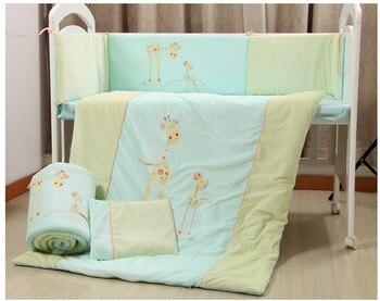 Promotie! Baby beddengoed set crib set 100% katoen bumper set winter beddengoed (bumper + vel + dekbedovertrek + kussen), 2 size