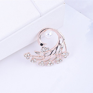 Fashion brooch New simulated pearl Peacock brooches for women pins rhinestone animal lapel pin corsage Wholesale