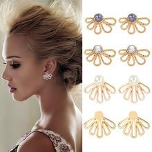 цена на Sleek minimalist ladies earrings Knocking pattern hollow gray pearl horseshoe-shaped back belt glossy white pearls hot new earri