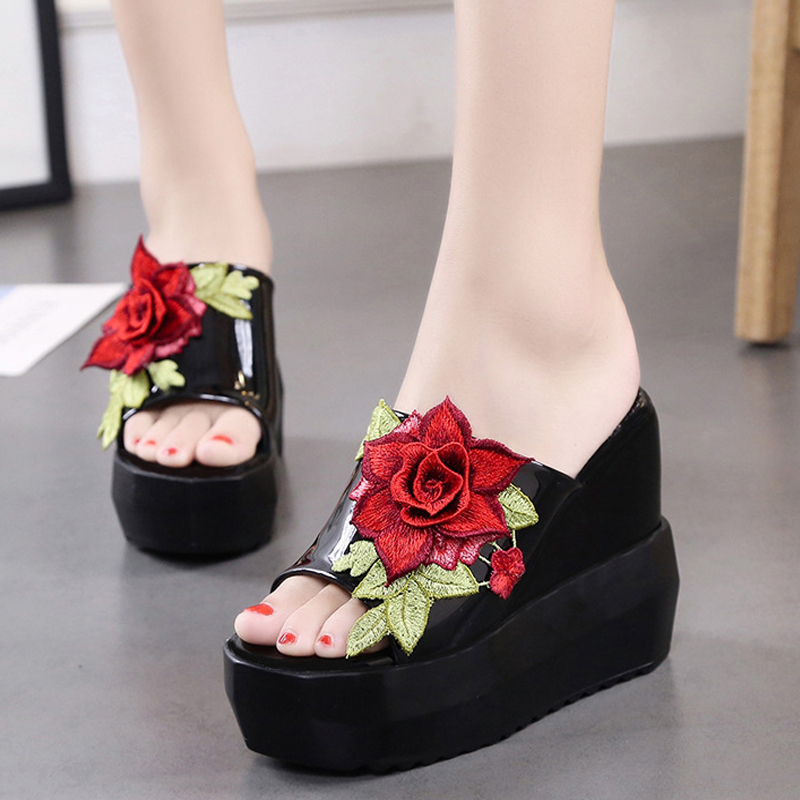 цена на Women Sandals Summer Embroidery Flower Leisure Shoes Women Platform Wedges Fish Mouth Gladiator Sandals Thick Bottom Slippers